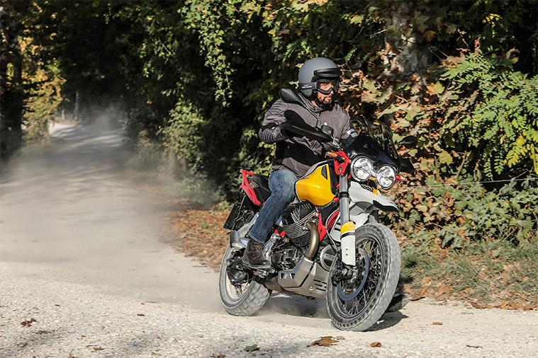 Moto modelo V85 TT. Marca Motoguzzi