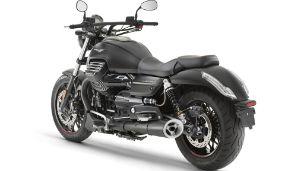 moto guzzi audace negra vista de atrás