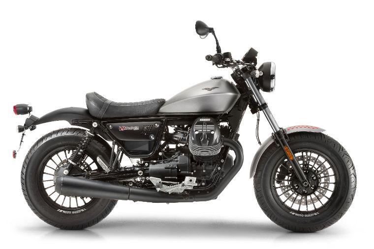 Moto modelo Bobber, color negro. Marca Motoguzzi