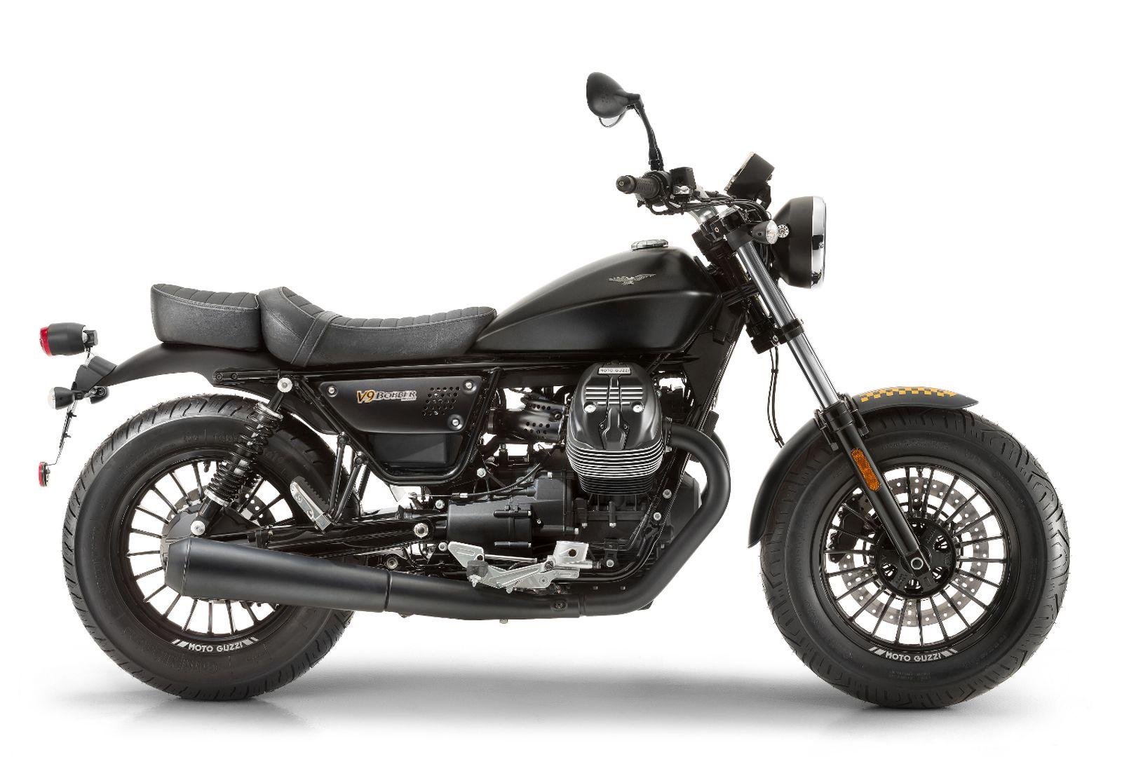 Moto de perfil, modelo Bobber, color negro. Marca Motoguzzi