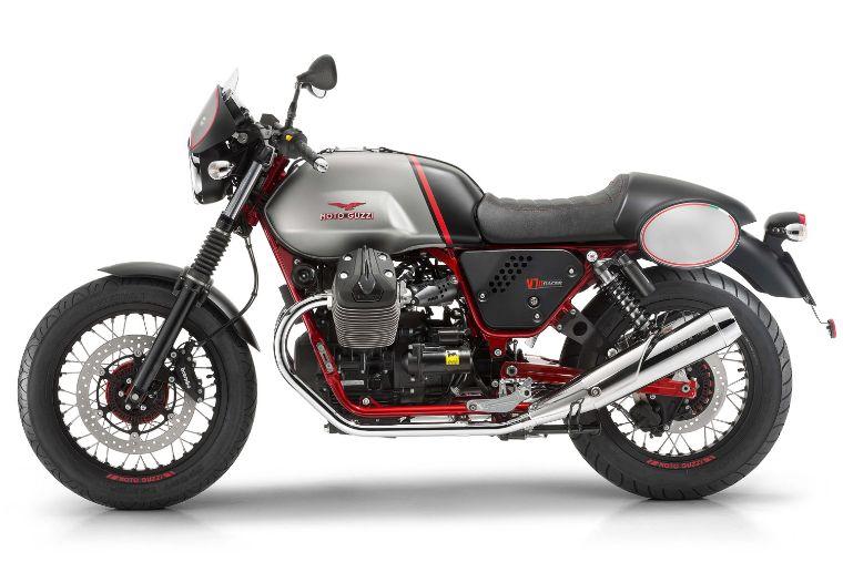 Moto modelo Racer, color gris con rojo y negro. Marca Motoguzzi