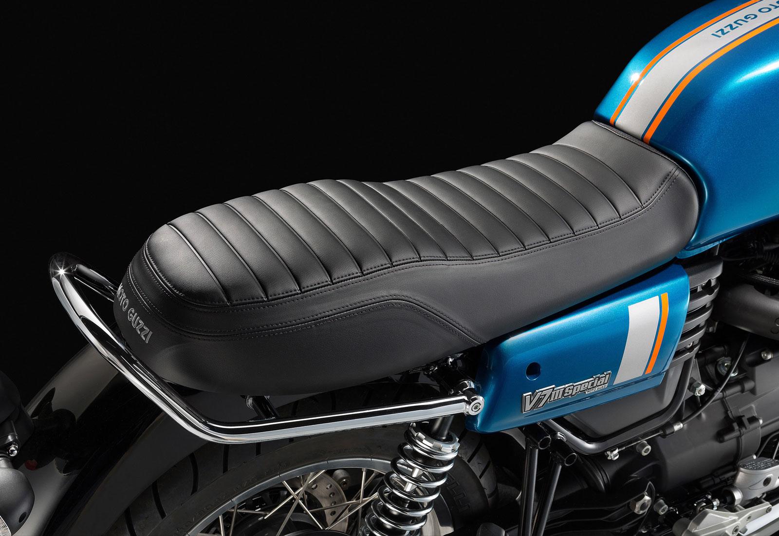 Moto modelo Special, color azul zafiro. Marca Motoguzzi