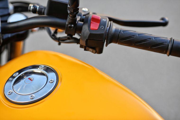 tanque de moto guzzi v7 ii store amarillo