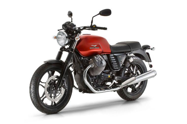 Moto modelo Stone, color rojo. Marca Motoguzzi